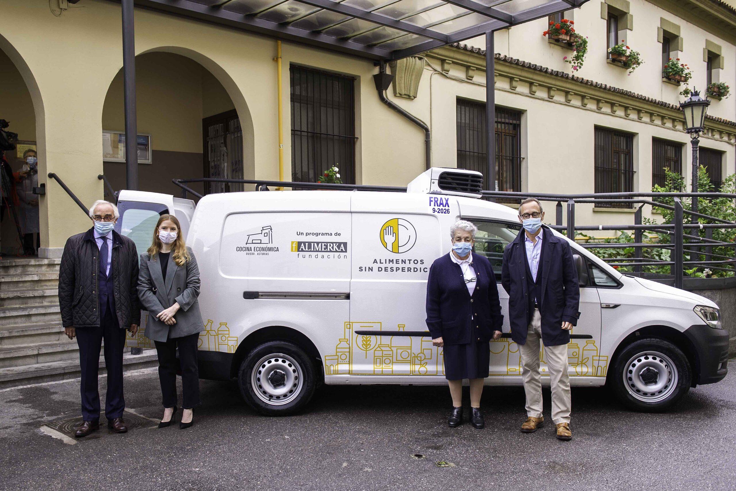 Fundación Alimerka dona una furgoneta sostenible a la Cocina Económica