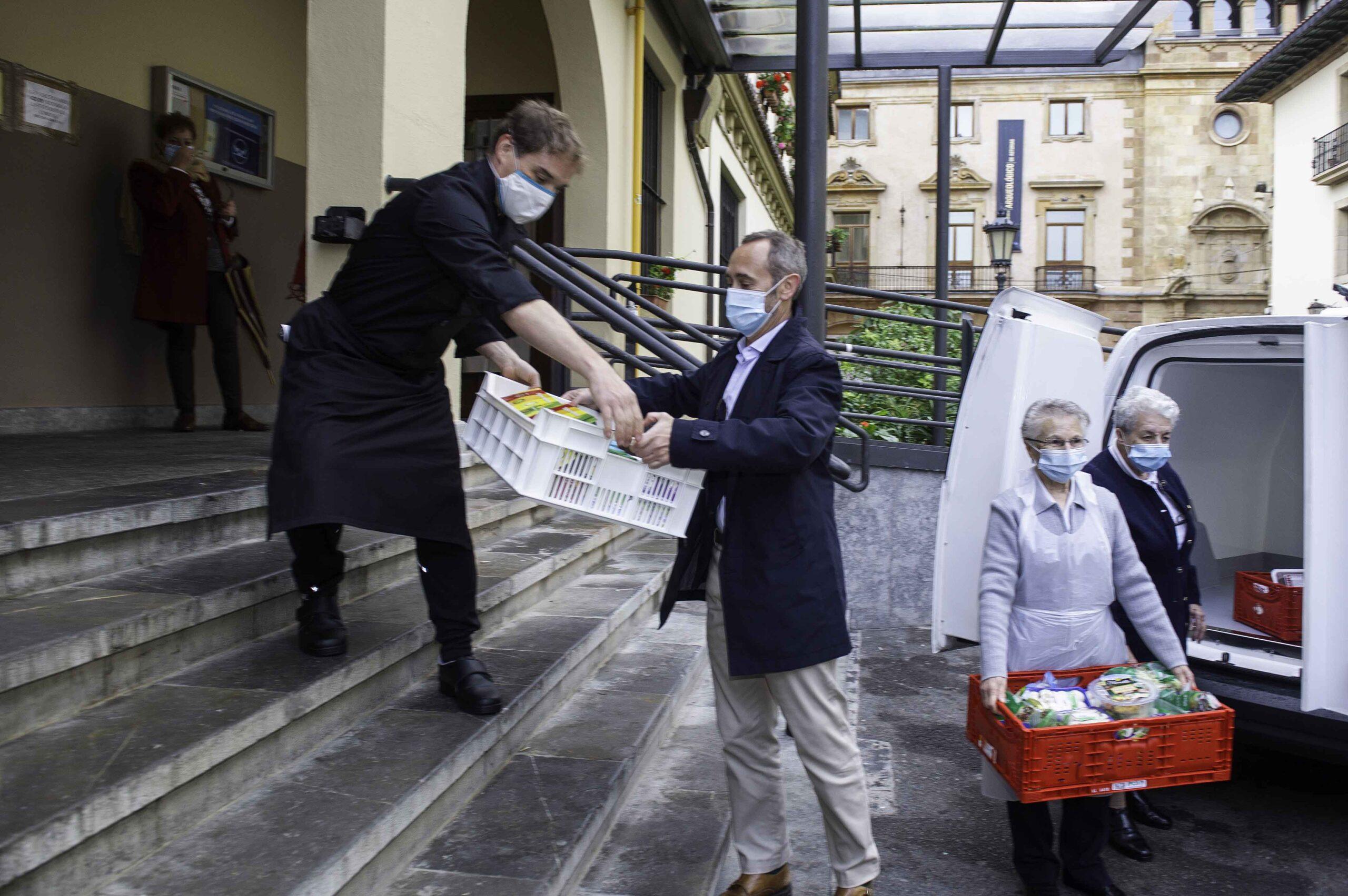 La hostelería dona 300 menús del Desarme a la Cocina Económica en el «peor año para todos»