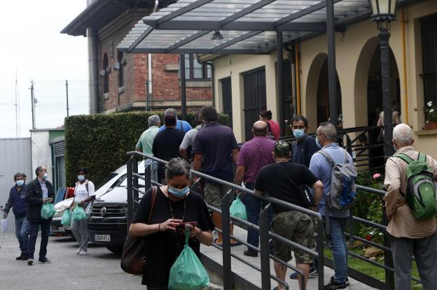 Los usuarios de la Cocina Económica de Oviedo «vuelven a subir y de forma rápida»