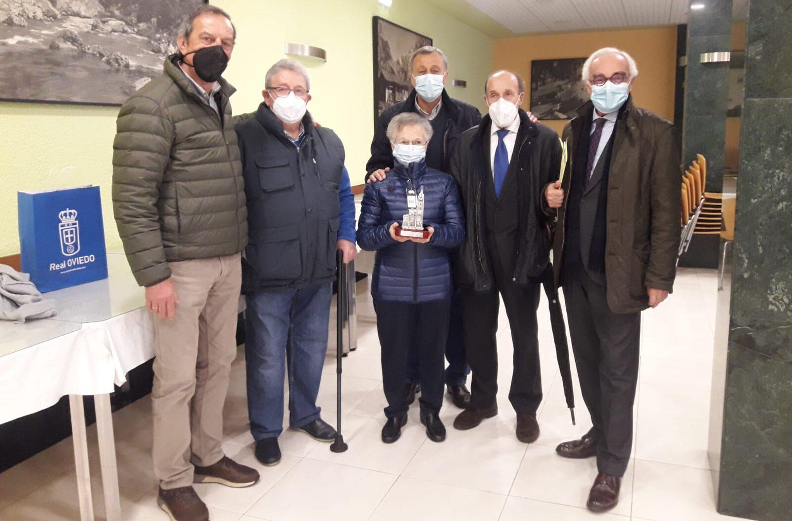 Los veteranos del Real Oviedo reconocen a Sor Esperanza